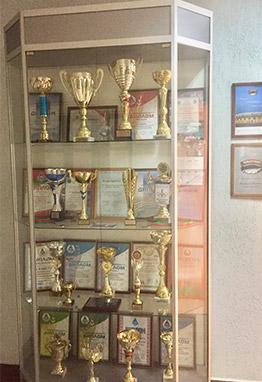 стенд с наградами УП Ремавтодор Ленинского района г. Минска
